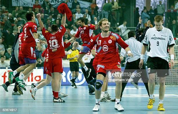 Champions League 02/03 Kiel THW Kiel Prule 67 Ljubljana KlausDieter PETERSEN/Kiel verlaesst enttSuscht den Platz