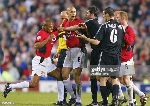 Champions League 02/03 Manchester Manchester United Real Madrid 43 Quinton FORTUNE Rio FERDINAND/ManU Fernando HIERRO/Ivan HELGUERA/Madrid Nicky...