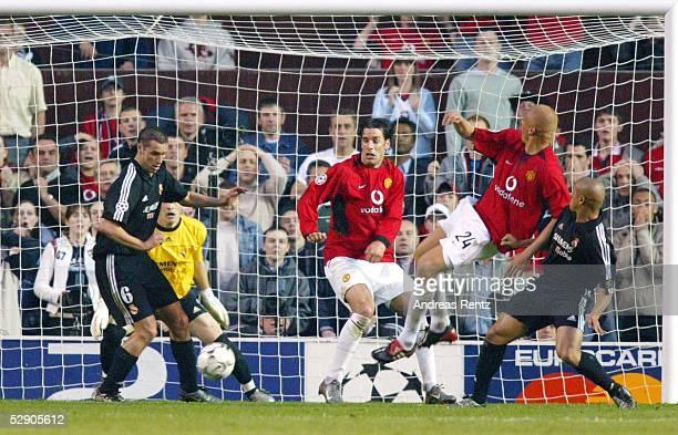 Champions League 02/03 Manchester Manchester United Real Madrid 43 Ivan HELGUERA Torwart Iker CASILLAS/Madrid Ruud VAN NISTELROOY Wesley BROWN/ManU...