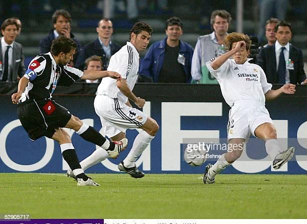 Champions League 02/03 Turin Juventus Turin Real Madrid 20 durch Alessandro DEL PIERO/Juventus Fernando HIERRO Michel SALGADO/Madrid