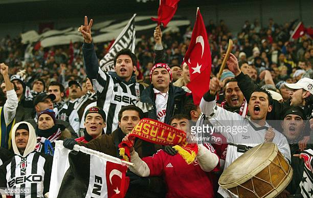 Champions League 03/04 Gelsenkirchen Besiktas Istanbul FC Chelsea 02 Fans Besiktas Istanbul