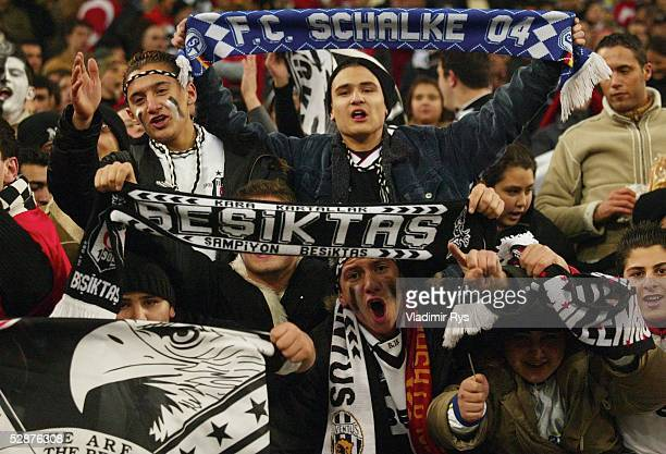 Champions League 03/04 Gelsenkirchen Besiktas Istanbul FC Chelsea Fans Besiktas Istanbul