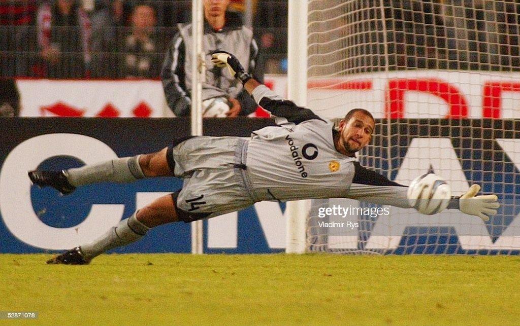 Champions League 03/04, Stuttgart; VfB Stuttgart - Manchester United; 1:0 Tor durch Imre SZABICS, Torwart Tim HOWARD/ManU