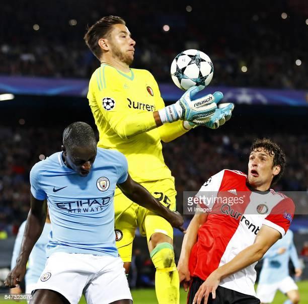 Champions League 2017/2018 FeyenoordManchester City De anders zo zekere Brad Jones laat de bal hier uit zijn handen stuiteren met Benjamin Mendy in...