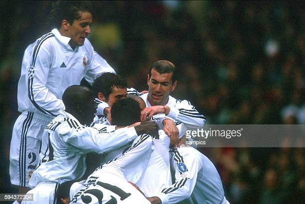 Real Madrid vs Bayer Leverkusen 21 Zinedine Zidane with Raul of Madrid after he scored the 10 Real went on to win the final and became European...