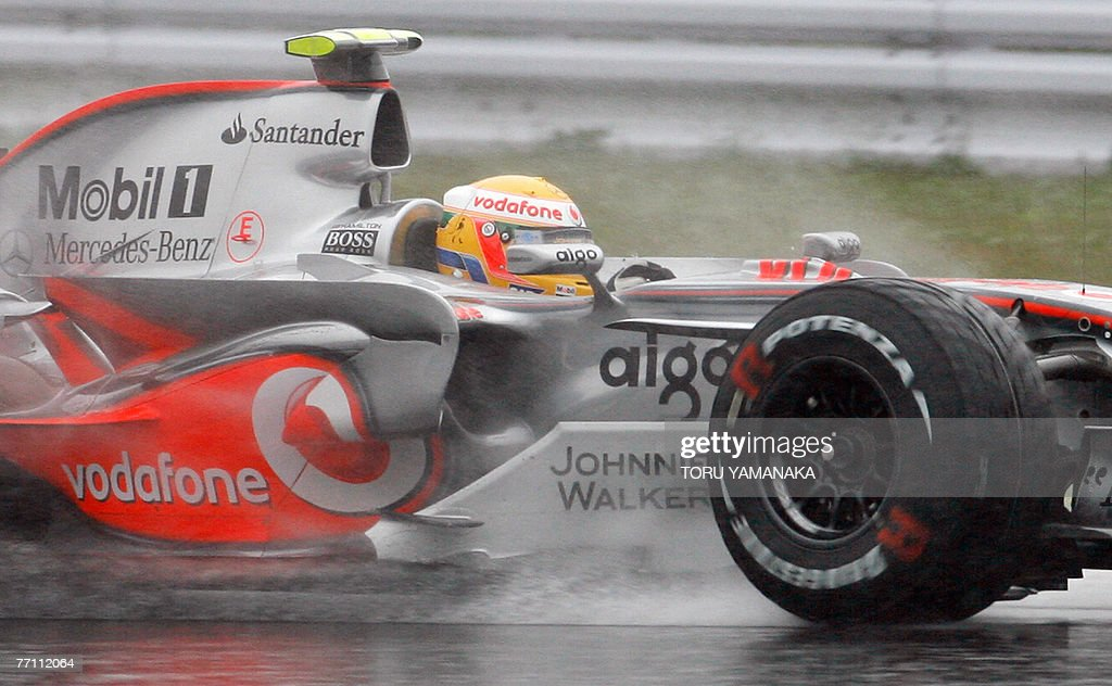 Championship point leader Lewis Hamilton of Britain speeds his McLaren-Mercedes under the rain in the Formula One Japanese Grand Prix at the Fuji Speedway, some 100 kms west of Tokyo, 30 September 2007. Britain's Lewis Hamilton took a massive step towards winning the world championship with victory in a rain-lashed Japanese Grand Prix as title rival Fernando Alonso crashed out. AFP PHOTO/Toru YAMANAKA