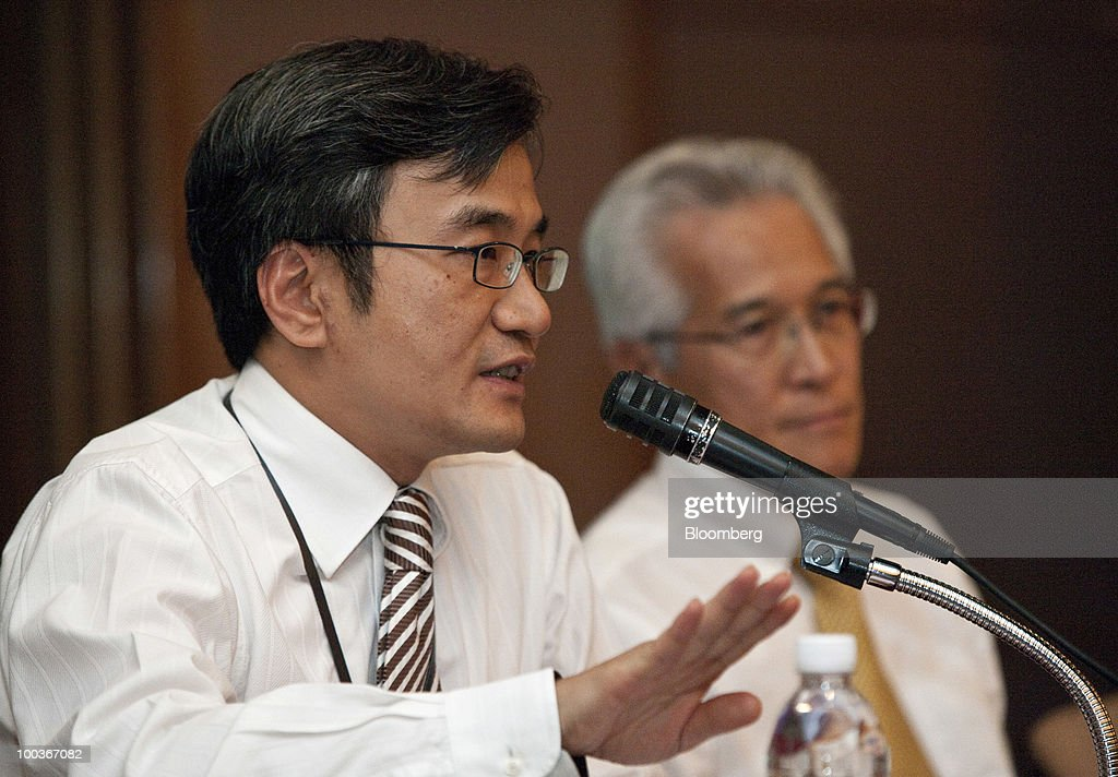 Chan Hon Chew, senior vice president of finance for Singapore Airlines Ltd., left, speaks as Chew Choon Seng, chief executive officer of Singapore Airlines Ltd., looks on during a news conference in Singapore, on Monday, May 24, 2010. Singapore Airlines Ltd., the world's second-largest airline by market value, is cautious in terms of boosting capacity, Chew said today. Photographer: Charles Pertwee/Bloomberg via Getty Images