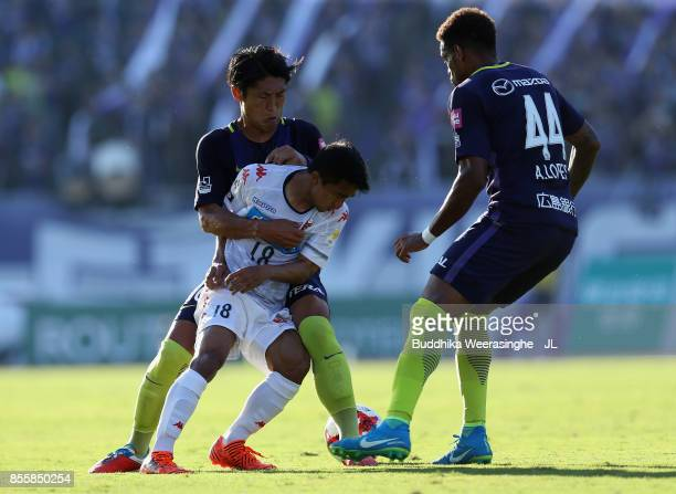 Chanathip Songkrasin of Consadole Sappporo competes for the ball against Daiki Niwa and Anderson Lopes of Sanfrecce Hiroshima during the JLeague J1...