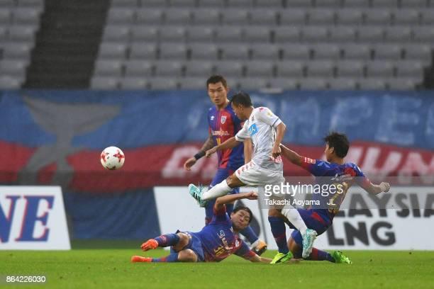 Chanathip Songkrasin of Consadole Sappporo shoots at goal during the JLeague J1 match between FC Tokyo and Consadole Sapporo at Ajinomoto Stadium on...