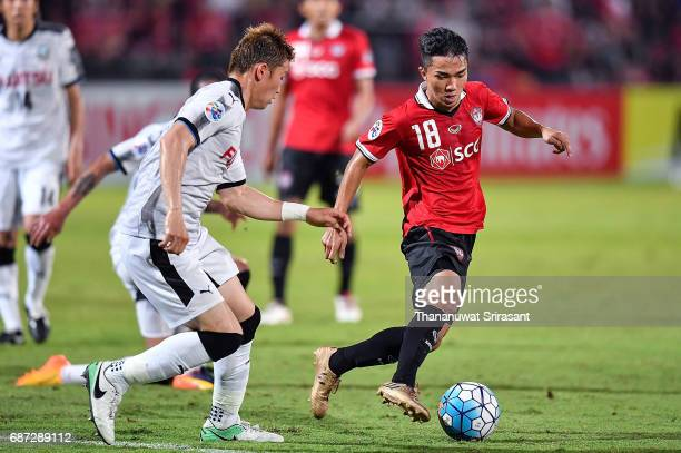 Chanathip Songkrasin of Muangthong United runs with the ball during the Asian Champions League Group of 16 match between Muangthong United and...