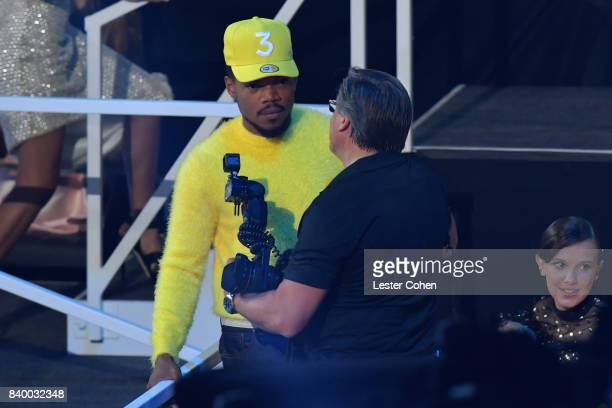 Chance the Rapper speaks to photographer Kevin Mazur near the stage during the 2017 MTV Video Music Awards at The Forum on August 27 2017 in...