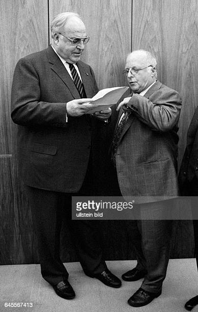 Chancellor Helmut KOHL and Norbert BLUEM Minister for Labour both CDU during a meeting of CDU/CSU fraction in January 1995