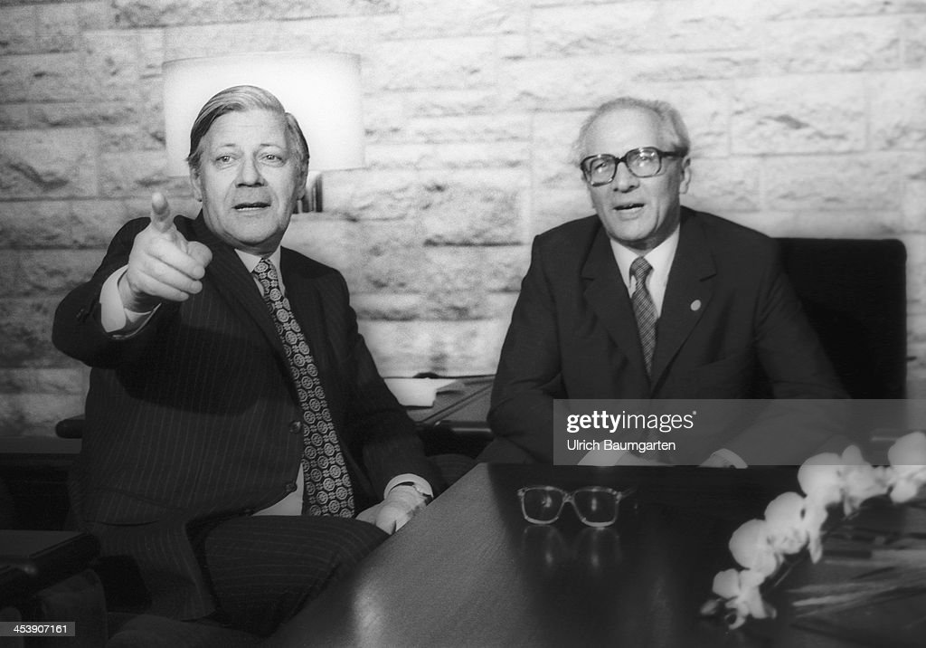 Chancellor <a gi-track='captionPersonalityLinkClicked' href=/galleries/search?phrase=Helmut+Schmidt&family=editorial&specificpeople=213090 ng-click='$event.stopPropagation()'>Helmut Schmidt</a> ( SPD ) and <a gi-track='captionPersonalityLinkClicked' href=/galleries/search?phrase=Erich+Honecker&family=editorial&specificpeople=209084 ng-click='$event.stopPropagation()'>Erich Honecker</a> ( SED ) at the GDR guesthouse Doellnsee, on December 12, 1981 in Doellnsee, Germany.