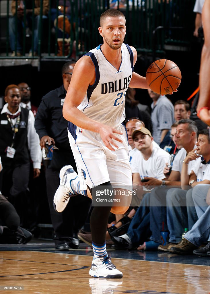 Chandler Parsons #25 of the Dallas Mavericks dribbles the ball against the Washington Wizards on December 12, 2015 at the American Airlines Center in Dallas, Texas.