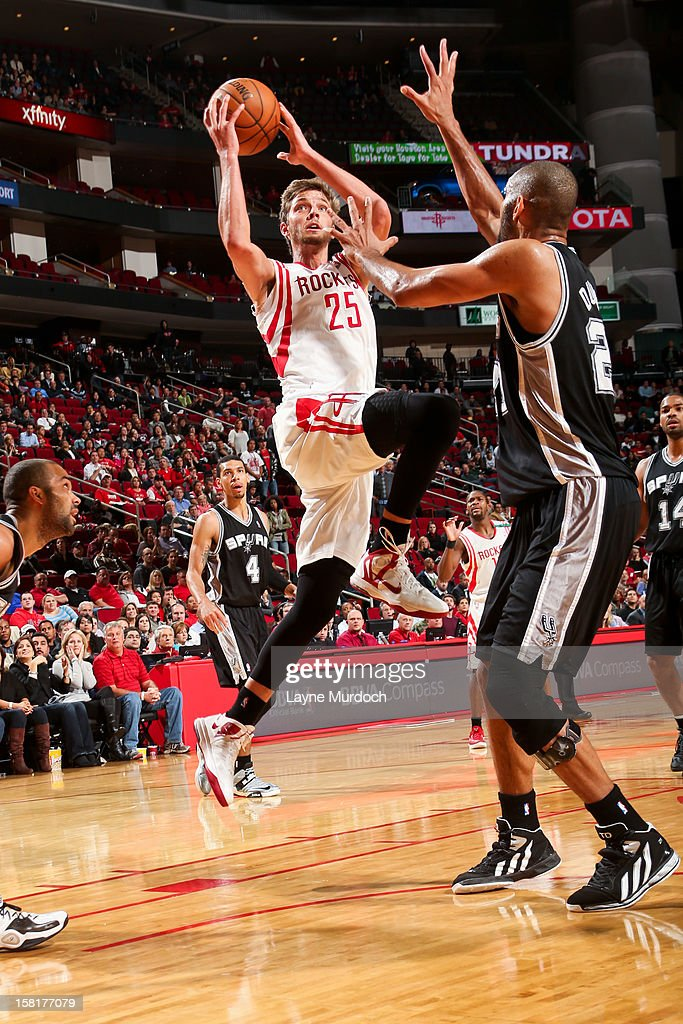 <a gi-track='captionPersonalityLinkClicked' href=/galleries/search?phrase=Chandler+Parsons&family=editorial&specificpeople=4249869 ng-click='$event.stopPropagation()'>Chandler Parsons</a> #25 of the Houston Rockets drives to the basket against <a gi-track='captionPersonalityLinkClicked' href=/galleries/search?phrase=Tim+Duncan&family=editorial&specificpeople=201467 ng-click='$event.stopPropagation()'>Tim Duncan</a> #21 of the San Antonio Spurs on December 10, 2012 at the Toyota Center in Houston, Texas.