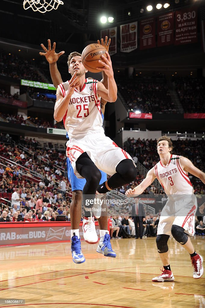 <a gi-track='captionPersonalityLinkClicked' href=/galleries/search?phrase=Chandler+Parsons&family=editorial&specificpeople=4249869 ng-click='$event.stopPropagation()'>Chandler Parsons</a> #25 of the Houston Rockets drives to the basket against the Dallas Mavericks on December 8, 2012 at the Toyota Center in Houston, Texas.