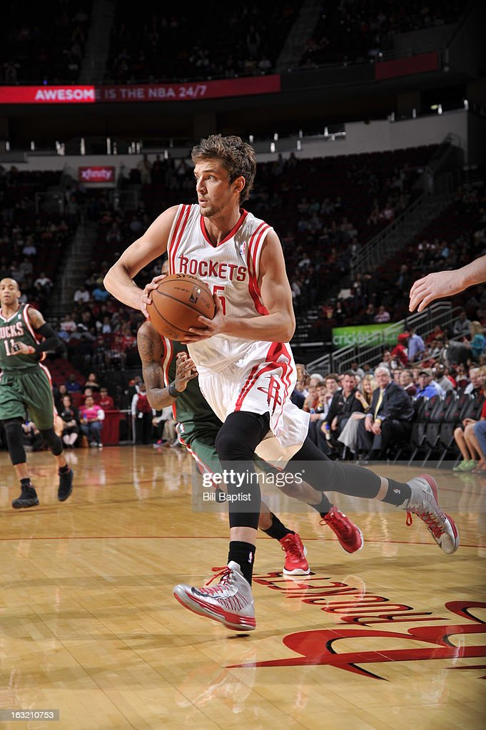 <a gi-track='captionPersonalityLinkClicked' href=/galleries/search?phrase=Chandler+Parsons&family=editorial&specificpeople=4249869 ng-click='$event.stopPropagation()'>Chandler Parsons</a> #25 of the Houston Rockets drives to the basket against the Milwaukee Bucks on February 27, 2013 at the Toyota Center in Houston, Texas.