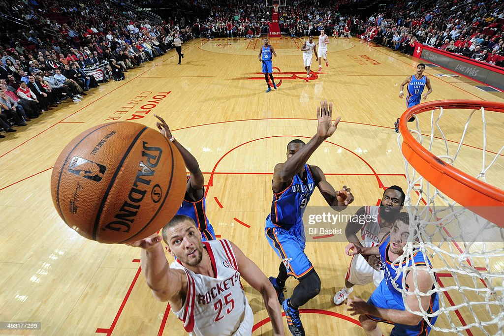 Chandler Parsons #25 of the Houston Rockets drives to the basket against the Oklahoma City Thunder on January 16, 2014 at the Toyota Center in Houston, Texas.