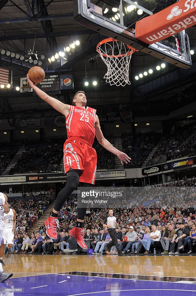 Chandler Parsons #25 of the Houston Rockets dunks the ball against the Sacramento Kings at Sleep Train Arena on December 15, 2013 in Sacramento, California.