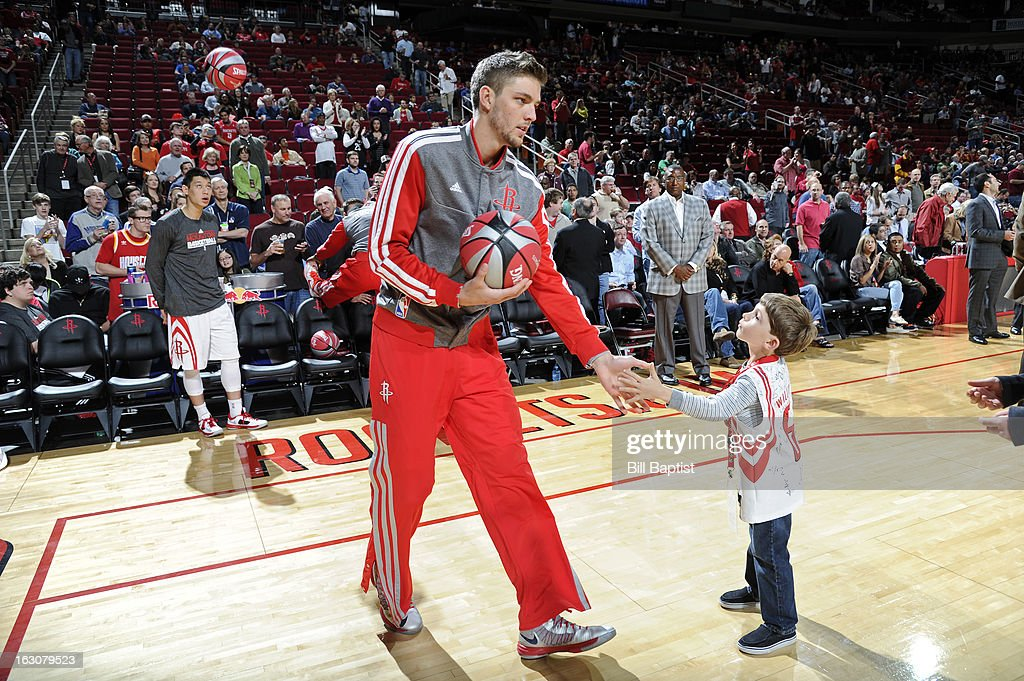 <a gi-track='captionPersonalityLinkClicked' href=/galleries/search?phrase=Chandler+Parsons&family=editorial&specificpeople=4249869 ng-click='$event.stopPropagation()'>Chandler Parsons</a> #25 of the Houston Rockets gets introduced before the game against the Dallas Mavericks on March 3, 2013 at the Toyota Center in Houston, Texas.