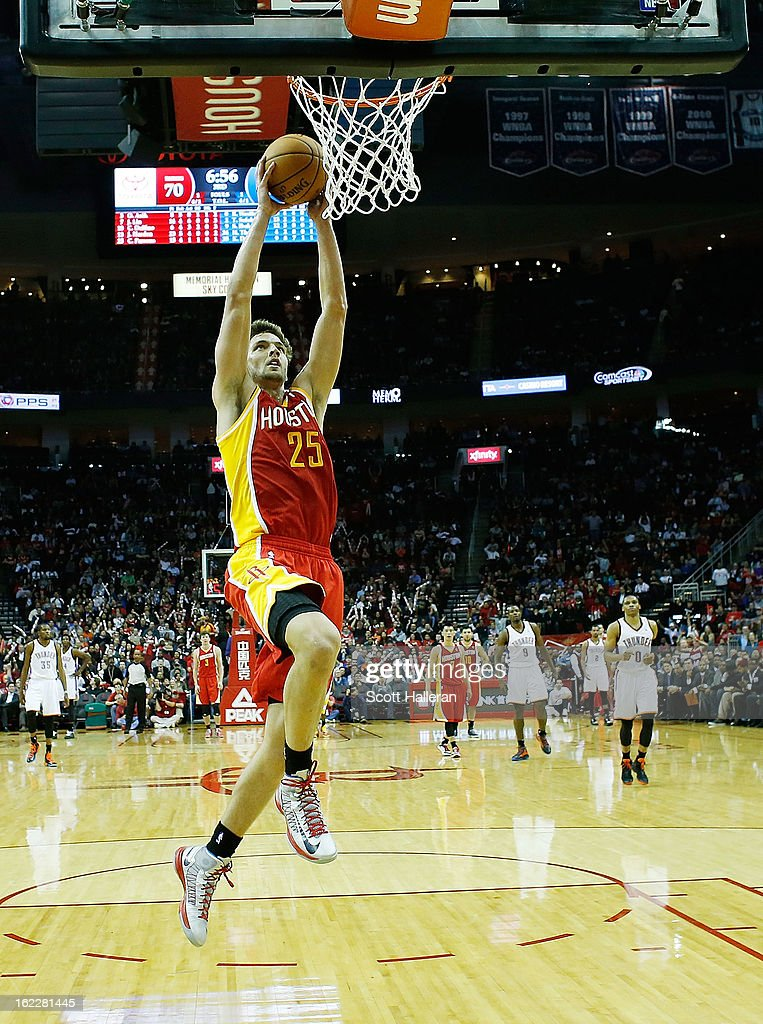 <a gi-track='captionPersonalityLinkClicked' href=/galleries/search?phrase=Chandler+Parsons&family=editorial&specificpeople=4249869 ng-click='$event.stopPropagation()'>Chandler Parsons</a> #25 of the Houston Rockets goes up for a dunk during the game against the Oklahoma City Thunder at Toyota Center on February 20, 2013 in Houston, Texas.