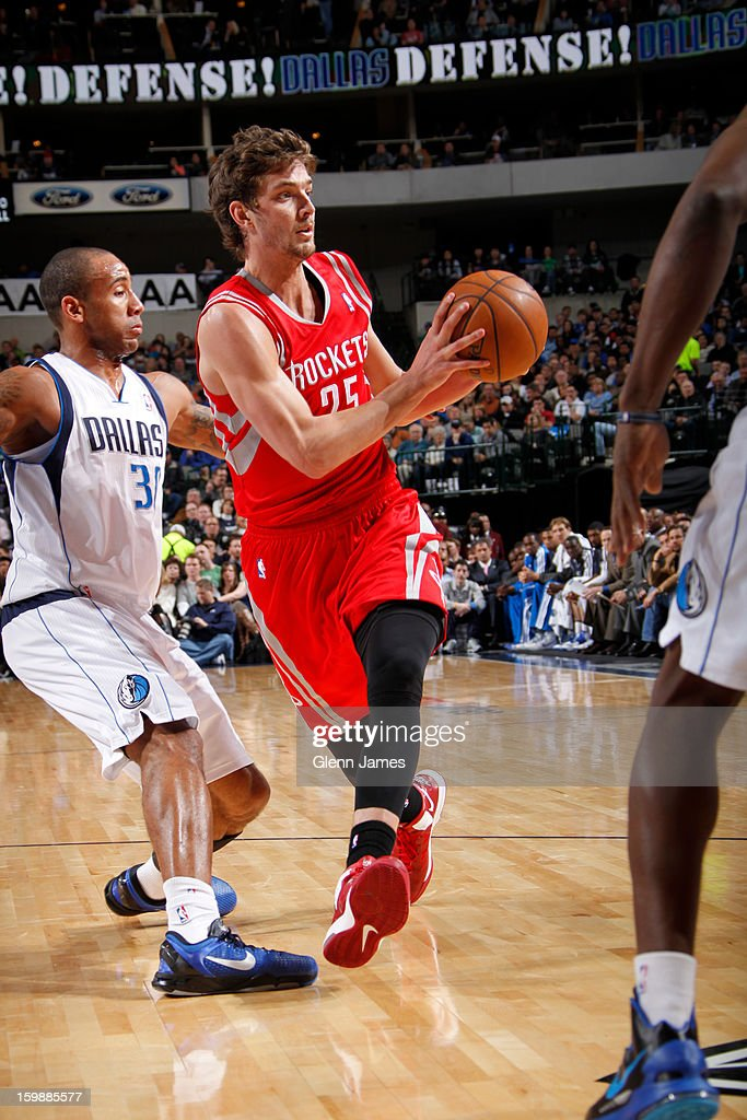 Chandler Parsons #25 of the Houston Rockets passes the ball against the Dallas Mavericks on January 16, 2013 at the American Airlines Center in Dallas, Texas.