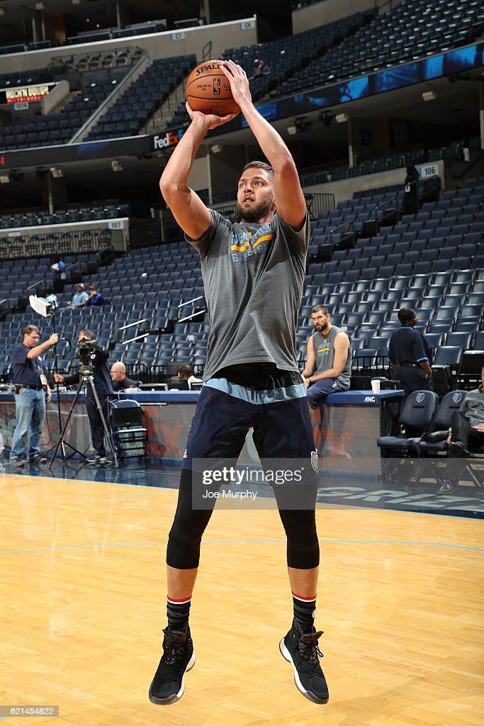 Chandler Parsons #25 of the Memphis Grizzlies shoots the ball before the game against the Portland Trail Blazers on November 6, 2016 at FedExForum in Memphis, Tennessee.