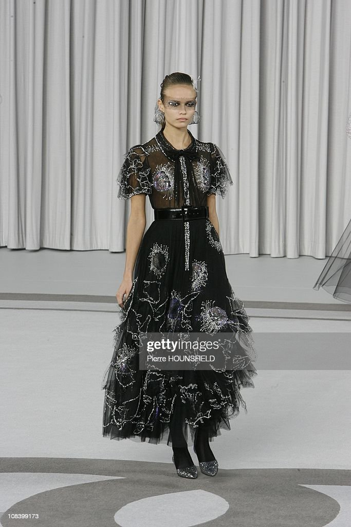 Chanel haute couture spring summer 2007 fashion show in for Couture france