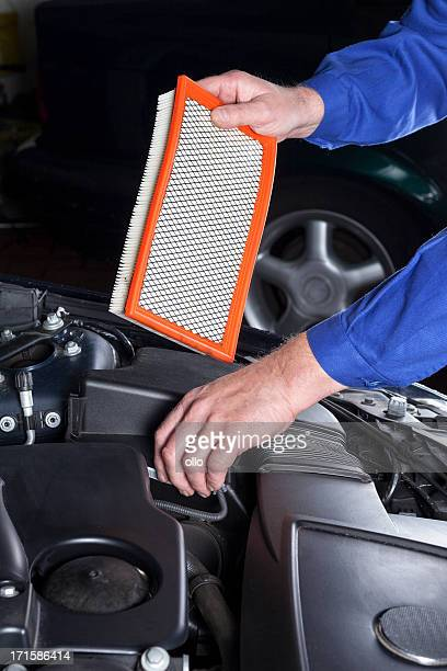 Changing an engine air cleaner/filter