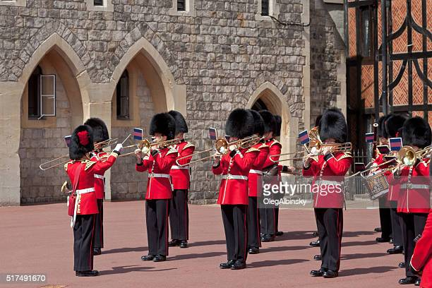 Relève de la Garde au château de Windsor, de Berkshire, en Angleterre.
