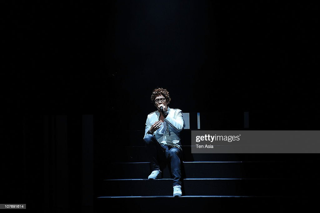 Chang-Min of 2AM performs on the stage on June 6, 2009 in Seoul, South Korea.