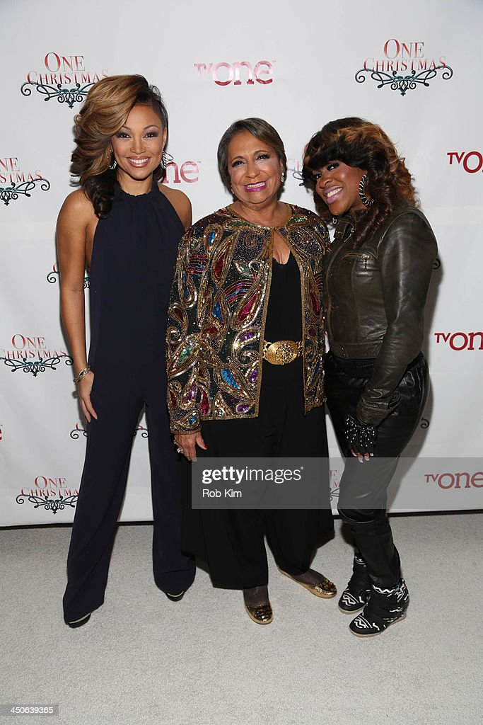 <a gi-track='captionPersonalityLinkClicked' href=/galleries/search?phrase=Chante+Moore&family=editorial&specificpeople=2260137 ng-click='$event.stopPropagation()'>Chante Moore</a>, <a gi-track='captionPersonalityLinkClicked' href=/galleries/search?phrase=Cathy+Hughes&family=editorial&specificpeople=2614707 ng-click='$event.stopPropagation()'>Cathy Hughes</a> and <a gi-track='captionPersonalityLinkClicked' href=/galleries/search?phrase=Lil%27+Mo&family=editorial&specificpeople=2257622 ng-click='$event.stopPropagation()'>Lil' Mo</a> attend TV One's One Christmas Holiday Variety Special on November 19, 2013 in Washington, DC.