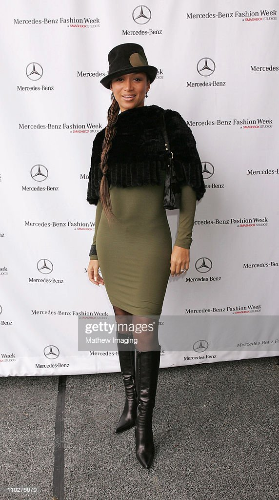 Chante Moore during MercedesBenz Spring 2006 LA Fashion Week at Smashbox Studios Day 3 Arrivals at Smashbox Studios in Culver City California United...