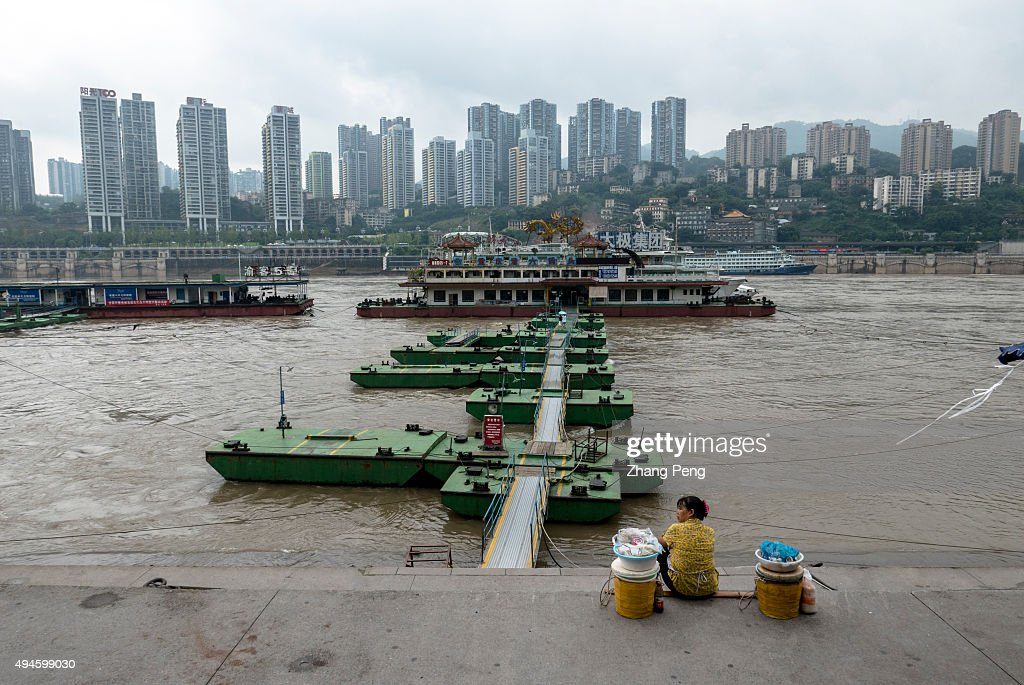 Chaotianmen an important port on the golden waterway of the Yangtze River Every day this dock handles large quantities of cargo and welcomes...