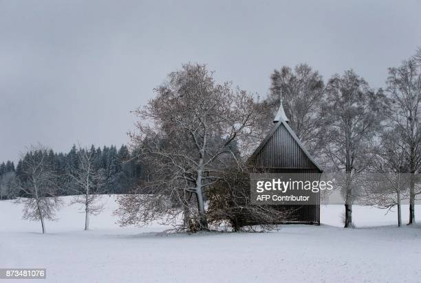 A chapel is covered in snow in Goerisried southern Germany on November 13 2017 / AFP PHOTO / dpa / KarlJosef Hildenbrand / Germany OUT