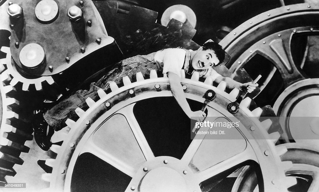 Chaplin, Charlie - Actor, film director, Great Britain - *16.04.1889-+ Scene from the movie 'Modern Times' - Chaplin on the cog wheel Directed by: Charles Chaplin USA 1936 Produced by: united artists united Entertainment LLC (UA) hollywood hollywoodfilm hollywood-film Vintage property of ullstein bild