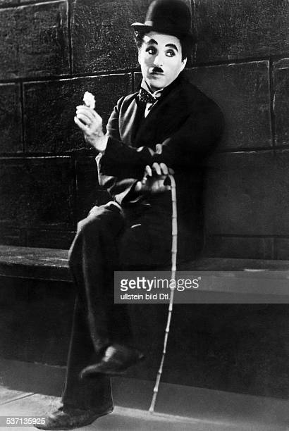 Chaplin Charlie Actor film director Great Britain Scene from the movie 'City Lights' Directed by Charles Chaplin USA 1931 Produced by united artists...