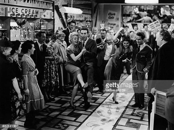Chaplin Sydney Earl Actor USA Scene from the movie 'Columbus entdeckt Kraehwinkel' with Charlie Chaplin jun Paola Loew and Eva Kerbler Directed by...