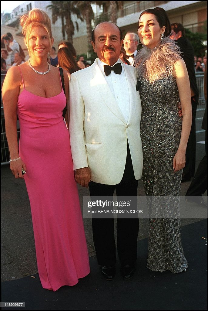 AMFAR charity gala evening the arrival of the guests at the Palm Beach In Cannes France On May 18 2000Adnan Khashoggi and wife