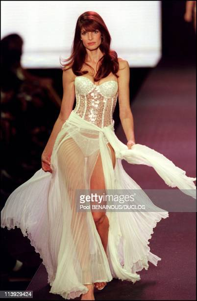 AMFAR charity gala evening the Victoria's Secret fashion show In Cannes France On May 18 2000Stephanie Seymour