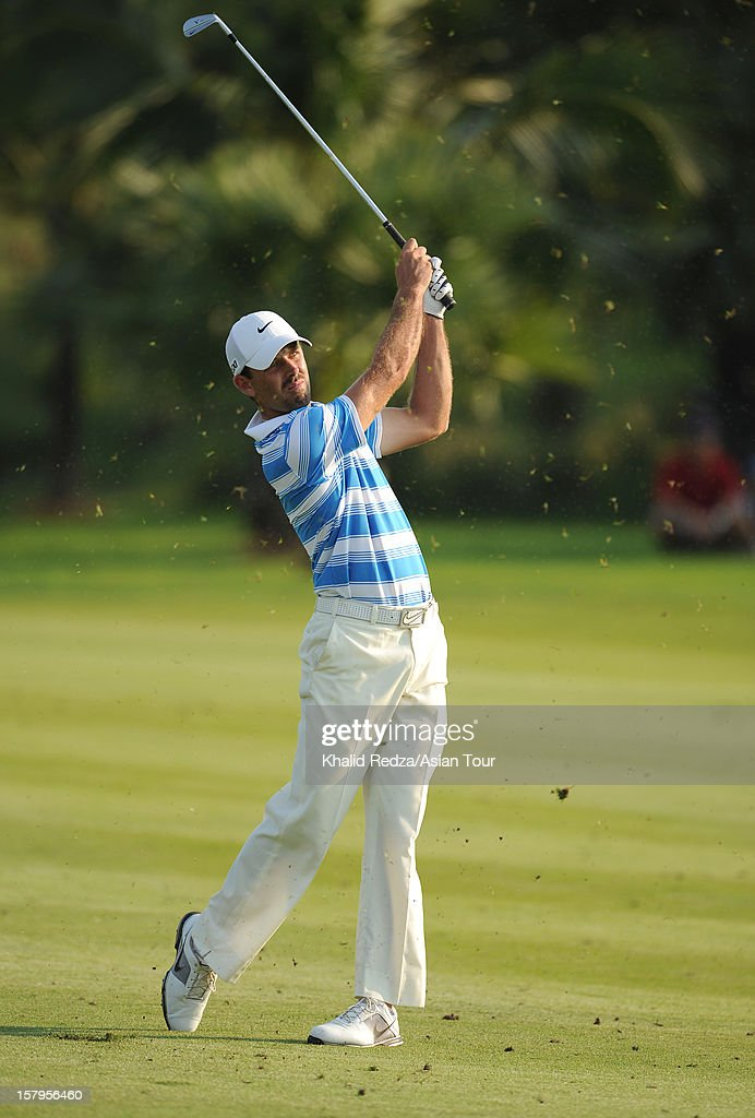 <a gi-track='captionPersonalityLinkClicked' href=/galleries/search?phrase=Charl+Schwartzel&family=editorial&specificpeople=213793 ng-click='$event.stopPropagation()'>Charl Schwartzel</a> of South Africa plays a shot during round three of the Thailand Golf Championship at Amata Spring Country Club on December 8, 2012 in Bangkok, Thailand.