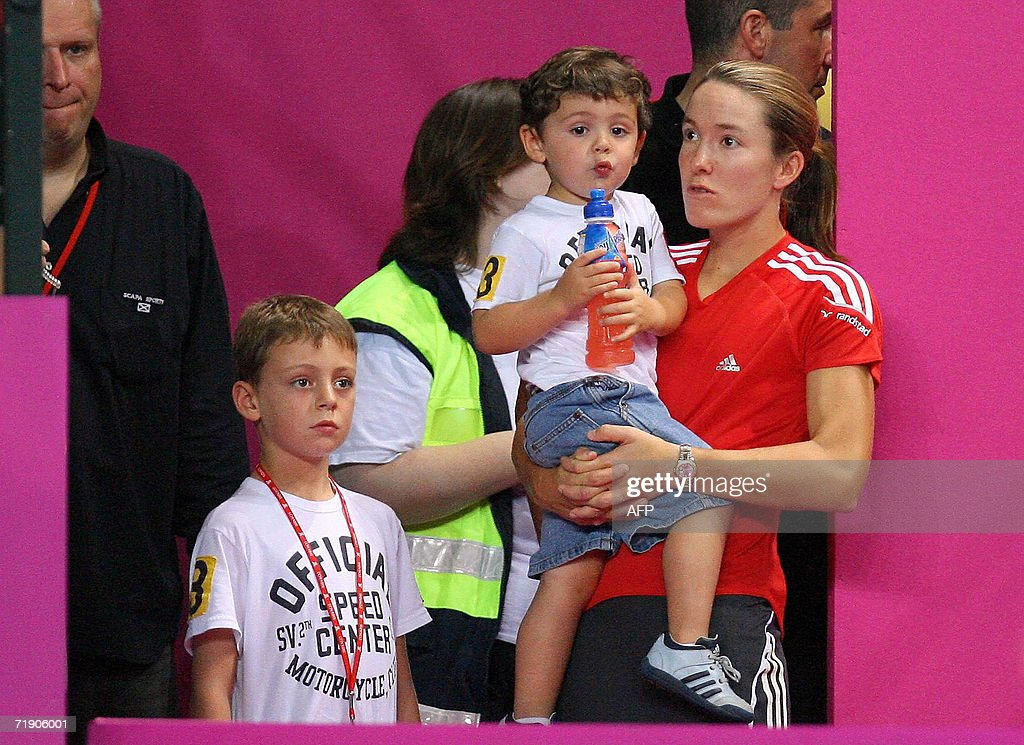 Justine Henin Hardenne talks to her coach Carlos Rodriguez' children during the Federation Cup final Belgium vs Italy 16 septembre 2006 at the...