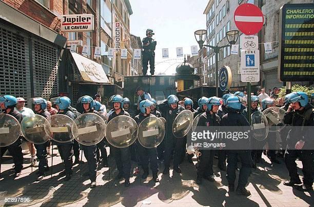 EURO 2000 Charleroi ENGLAND DEUTSCHLAND 10 POLIZEI in der Stadt Charleroi