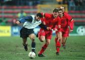LAENDERSPIEL 2000 Charleroi/BEL TESTSPIEL BELGIEN PORTUGAL 11 Luis FIGO/PORTUGAL Philippe LEONARD/BELGIEN