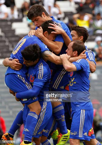 Charles Aranguiz of Universidad de Chile and his teammtes celebrate a scored goal aginst Colo Colo during a match between Colo Colo and U de Chile as...