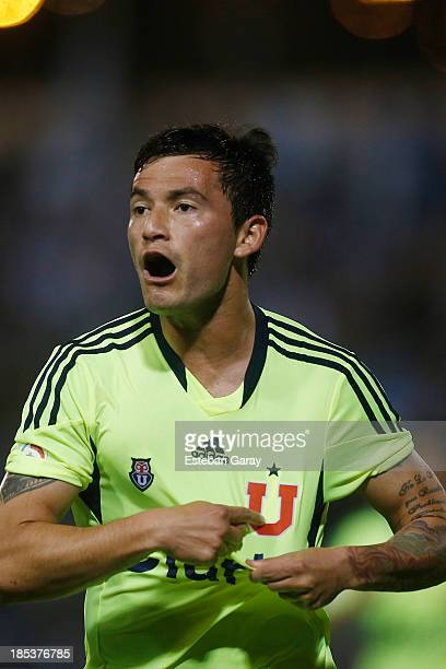 Charles Ar‡nguiz of Universidad de Chile celebrates after scoring during a match between Deportes Iquique and Universidad de Chile as part of the...