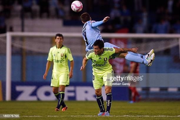 Charles Ar‡nguiz of Universidad de Chile struggles for the ball with Santiago Romero of Deportes Iquique during a match between Deportes Iquique and...