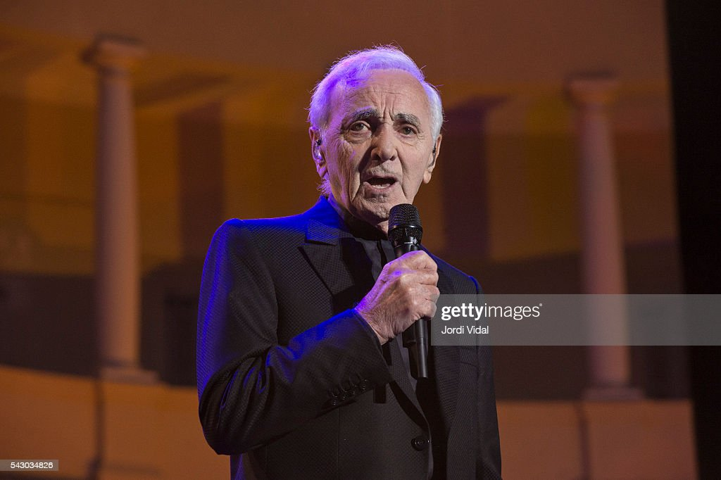 <a gi-track='captionPersonalityLinkClicked' href=/galleries/search?phrase=Charles+Aznavour&family=editorial&specificpeople=213405 ng-click='$event.stopPropagation()'>Charles Aznavour</a> performs on stage during Festival Jardins Palau de Pedralbes at Jardins Palau de Pedralbes on June 25, 2016 in Barcelona, Spain.