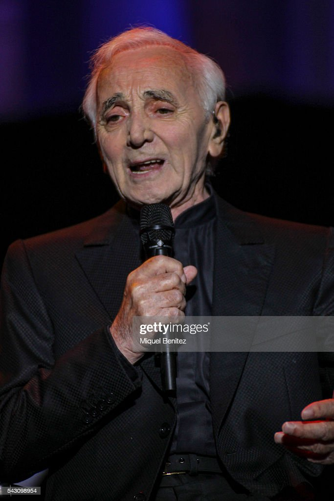 <a gi-track='captionPersonalityLinkClicked' href=/galleries/search?phrase=Charles+Aznavour&family=editorial&specificpeople=213405 ng-click='$event.stopPropagation()'>Charles Aznavour</a> performs on stage during the fourth Festival Jardins de Pedralbes at Jardins de Pedralbes on June 25, 2016 in Barcelona, Spain.