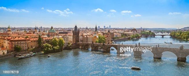 Charles puente sobre río Vltava, Prague